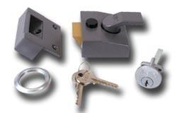 YALE 85 Security nightlatch - 40mm  Brasslux